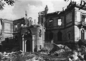 Der zerstörte Heylshof nach dem 2. Weltkrieg, Stadtseite