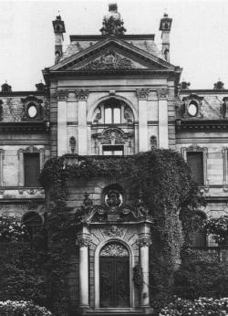 Stadtseite des Heylshofes: Mittelrisalit der Fassade